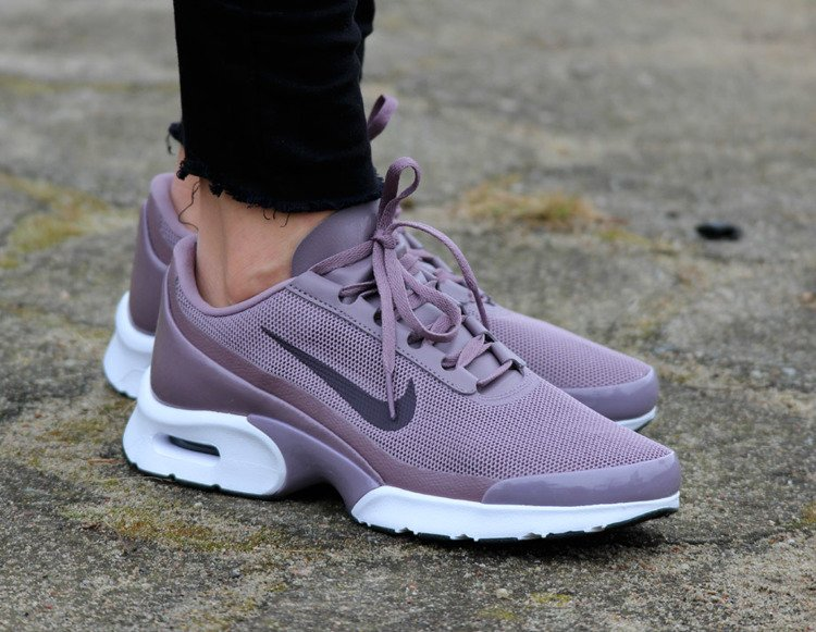 Nike Air Max Jewell Release Date 896194 001 |